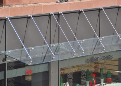 glasvordach glasfassade