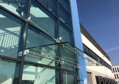 vordach glasfassade