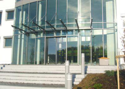 glasfassade vordach glas